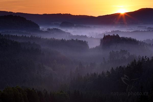 První sluneční paprsky na Křížovém vrchu